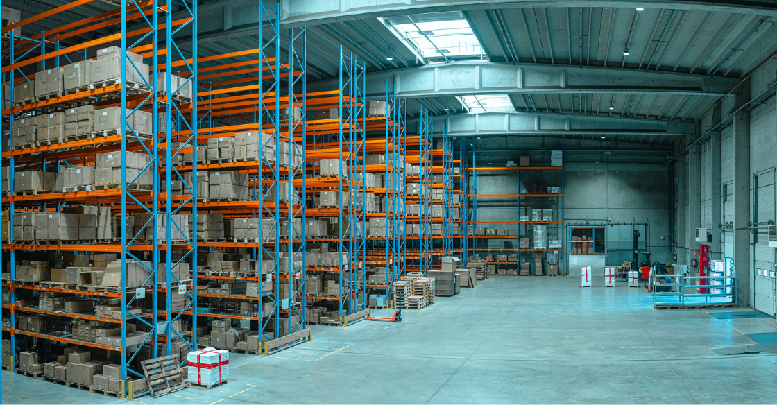 Shipping fulfillment center with no workers